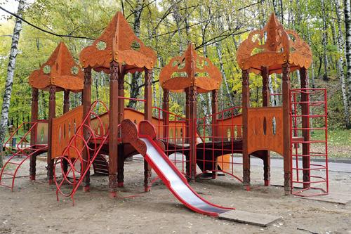 Промышленная детская площадка с использованием фанеры