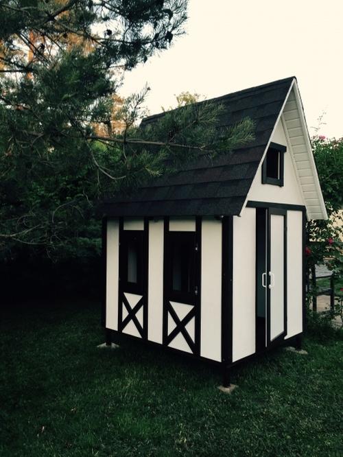 Фанерный детский домик в саду